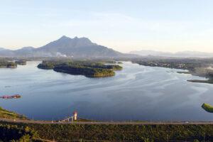 Hồ Suối Hai đẹp thơ mộng dưới chân núi Ba Vì