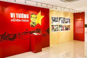 """Trưng bày hơn 200 hình ảnh, tài liệu về """"Vị tướng huyền thoại"""" Võ Nguyên Giáp"""