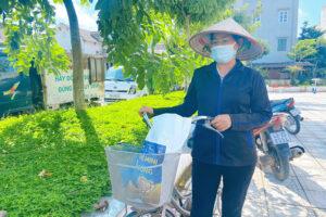 """""""Siêu thị mini 0 đồng"""" tiếp tục hỗ trợ 850 người dân khó khăn trong mùa dịch tại huyện Gia Lâm"""