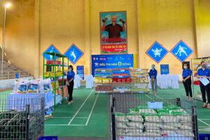 """800 suất quà từ """"Siêu thị mini 0 đồng"""" gửi đến người dân gặp khó khăn tại huyện Ứng Hòa"""