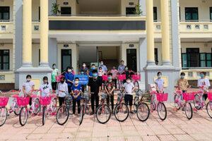 """""""Xe đạp chở ước mơ hồng"""" gửi tới các em học sinh có hoàn cảnh khó khăn"""
